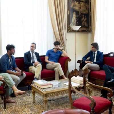 Il campione italiano di canottaggio e studente UniMe Giovanni Ficarra ricevuto dal Rettore