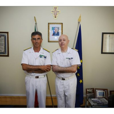 Il Direttore Marittimo della Sicilia Orientale, Contrammiraglio Giancarlo RUSSO, in visita alla Capitaneria di Porto di Messina.