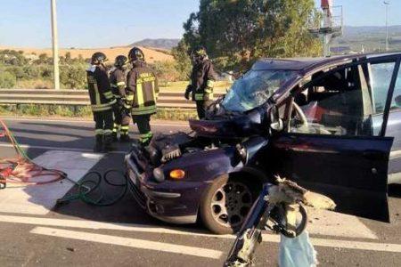 CALABRIA – Scontro auto-furgone sulla Statale 106, un morto e tre feriti