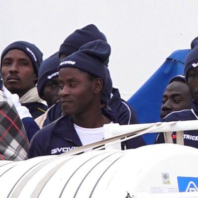 Cento migranti in fuga dal centro di accoglienza di Caltanissetta. Nessuno positivo al Covid