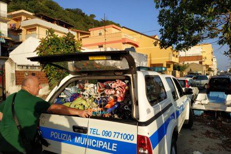San Saba ed Acqualadroni: sequestrati 168 ombrelloni e 4 sedie installati abusivamente.