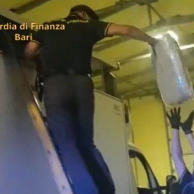 Camion frigo fermato con 52 chili di droga sulla Salerno – Reggio Calabria. Scoperta da cani anti droga